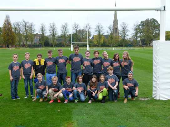 Die U14 in ihren neuen Orange Hearts Shirts
